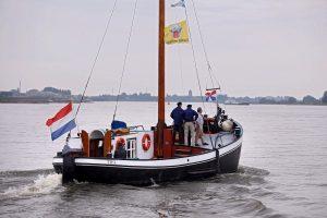 De Neeltje Jantje op de Waal richting Varik.