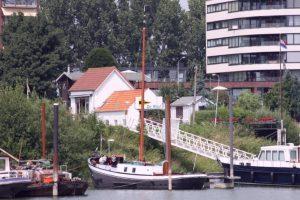 Ligplaats van de Neeltje Jantje in de haven van Tiel.
